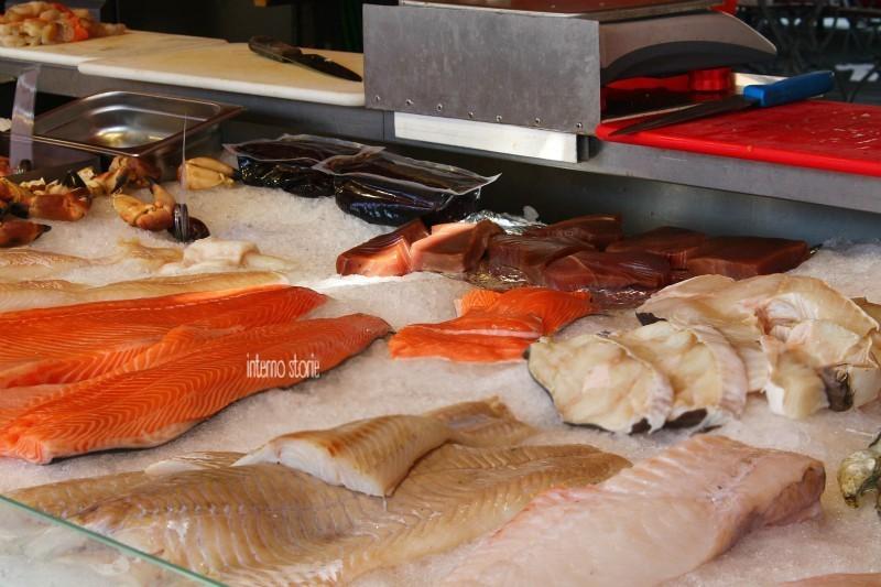 Altri settentrioni - Diario di bordo Bergen mercato del pesce - interno storie