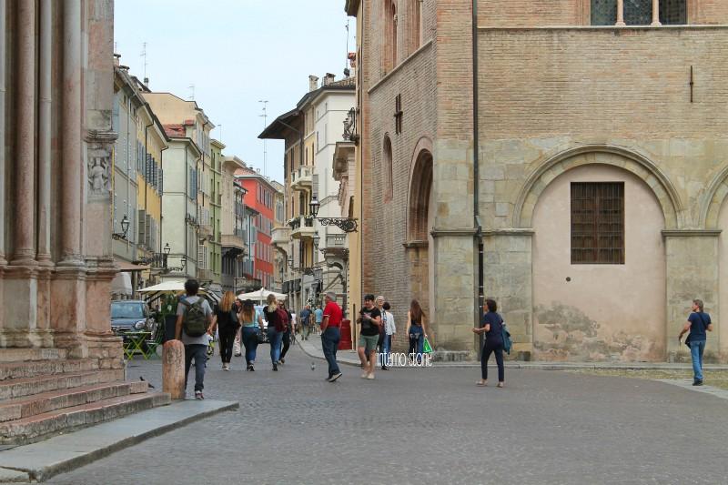 Diario di bordo - Per le strade di Parma - Piazza Duomo- interno storie