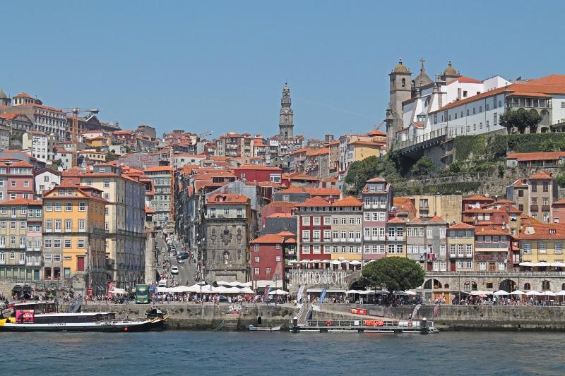 Diario di bordo - Porto è un azulejo Coimbra è bianca - Ribeira- interno storie