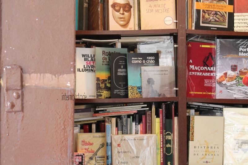 Andar per librerie Porto e Lisbona - Simao libri - interno storie