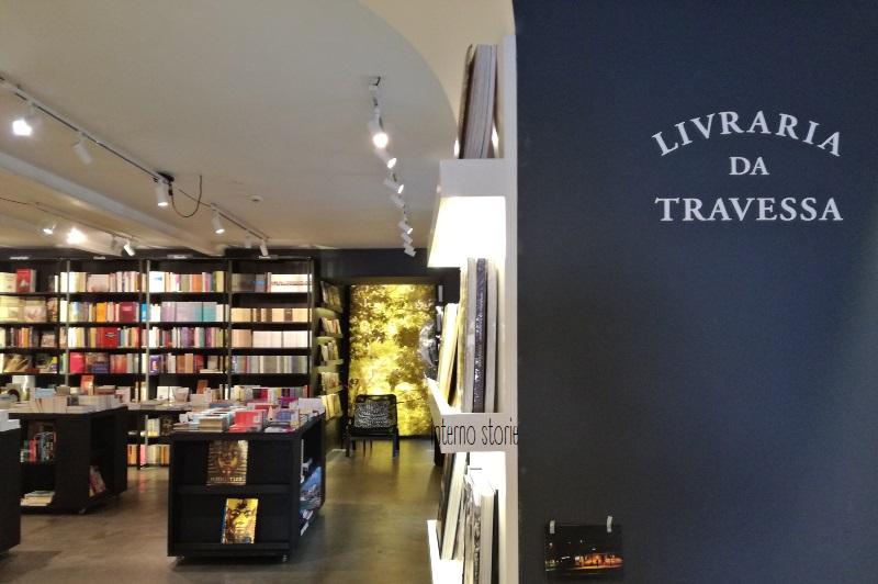 Andar per librerie: Porto e Lisbona - Livraria da Travessa - interno storie